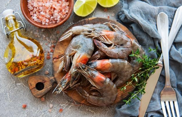 Crevettes crues fraîches et épices