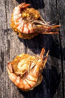 Crevettes sur escalopes de pois chiches