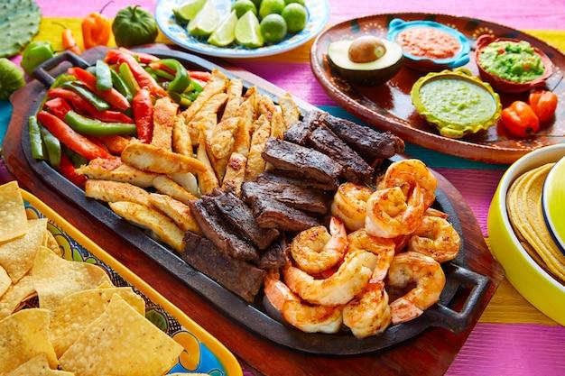 Crevettes fajitas au bœuf et au poulet à la mexicaine