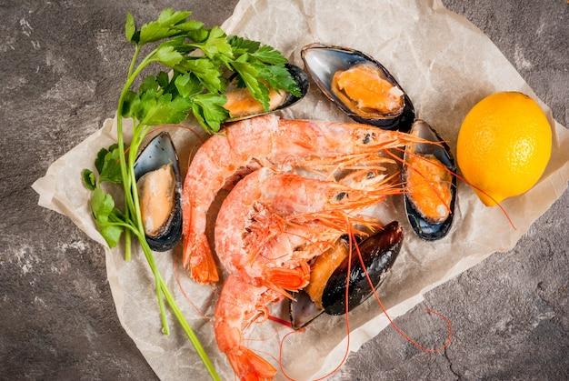Crevettes fraîches (crevettes) et moules