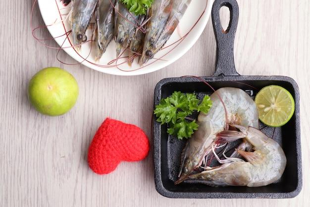 Crevettes fraîches pour la cuisson
