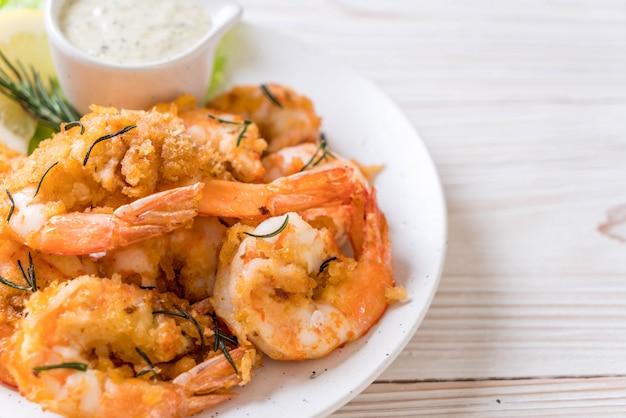 Crevettes frites avec sauce