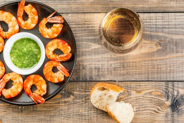 Crevettes grillées aux crevettes grillées au vin blanc