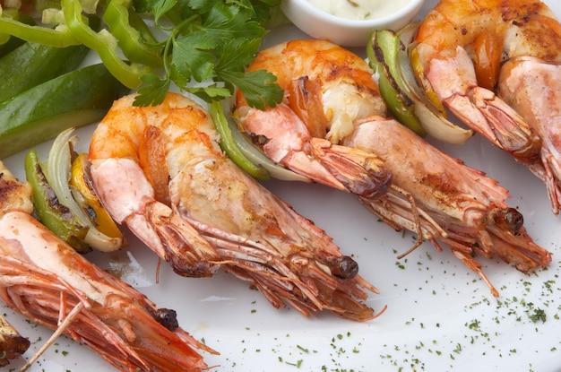Crevettes grillées aux légumes