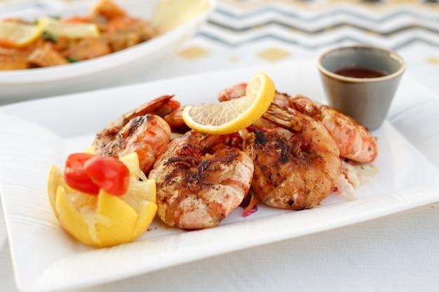 Crevettes grillées, bbq, fruits de mer
