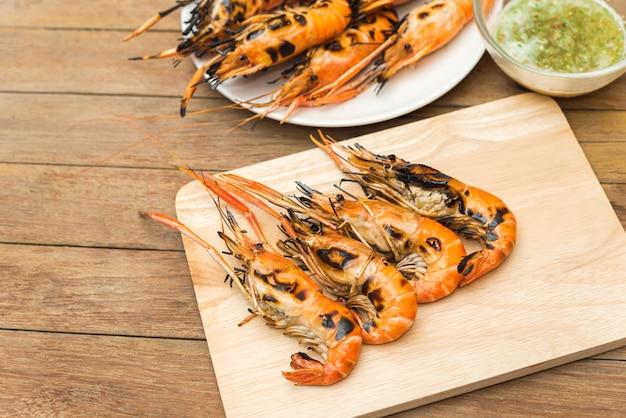Crevettes grillées (crevette géante d'eau douce) au marché
