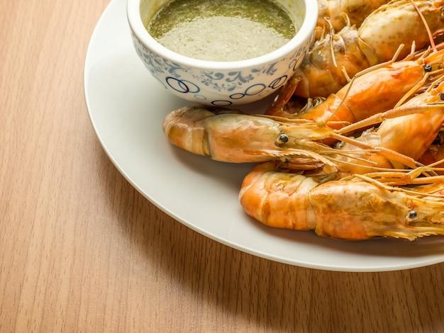 Crevettes grillées (crevette géante de malaisie)