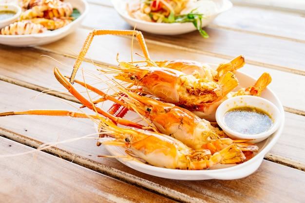 Crevettes grillées à la sauce de fruits de mer épicée