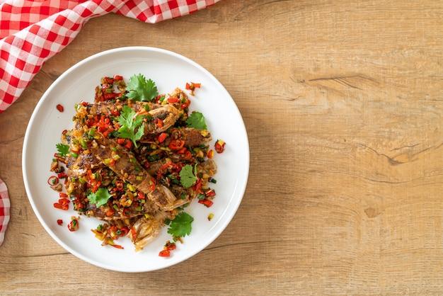 Crevettes mantis ou ecrevisses sautées au piment et sel - style fruits de mer