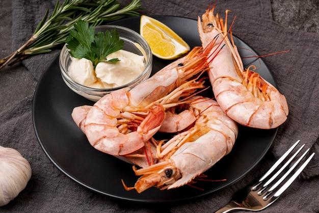 Crevettes méditerranéennes avec une délicieuse sauce