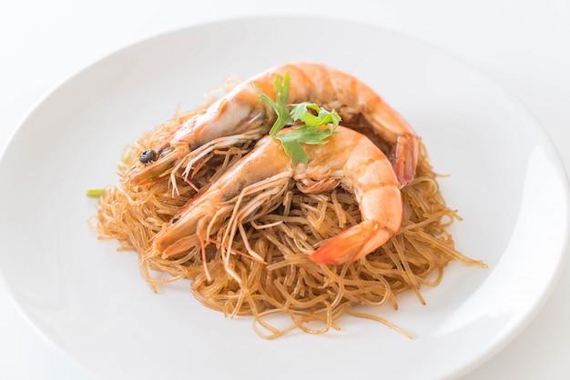 Crevettes moulues avec des vermicelles