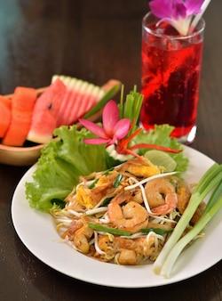 Crevettes pad thai, cuisine thaïlandaise