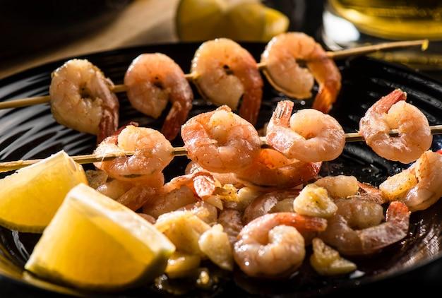 Crevettes royales frites au citron et à la bière