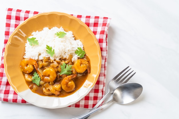 Crevettes à la sauce curry sur riz