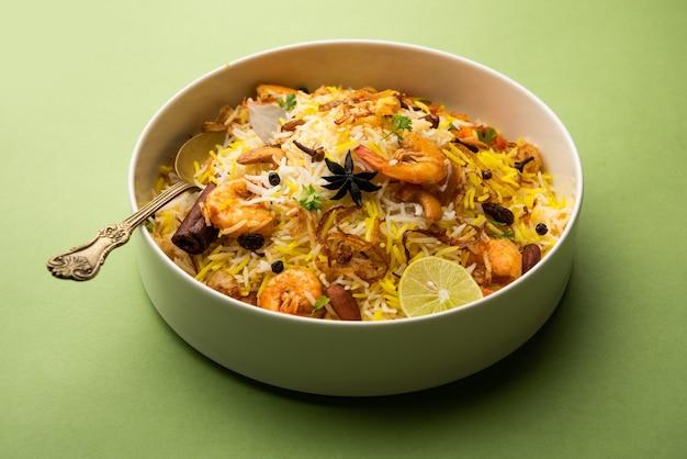 Crevettes savoureuses et délicieuses biryani, jheenga pulav ou crevettes pilaf