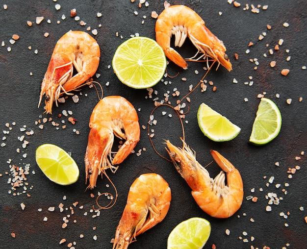 Crevettes servies au citron