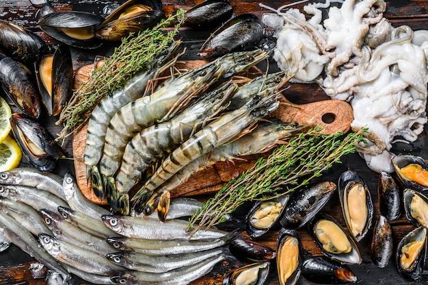 Crevettes tigrées aux fruits de mer crus, crevettes, moules bleues, poulpes, sardines, éperlan