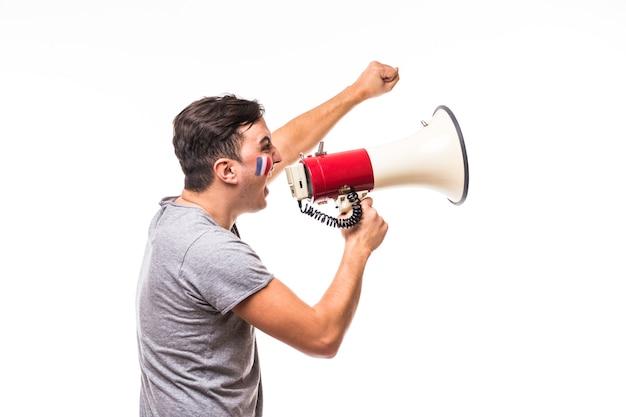 Cri sur mégaphone fan de football france en jeu de soutien de l'équipe nationale de france sur fond blanc. concept de fans de football.