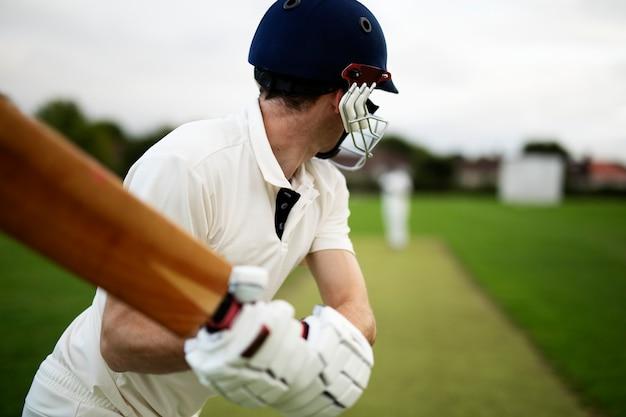 Cricketer sur le terrain en action