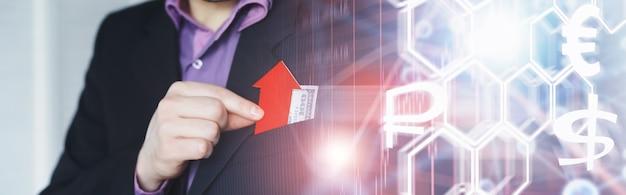 Crise financière. concept. billets d'argent en main. symbole de flèche de la chute de la monnaie nationale. la variation du taux de change entre le rouble russe et le dollar américain.