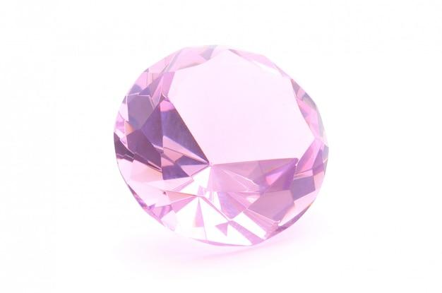 Cristal rose sur fond blanc