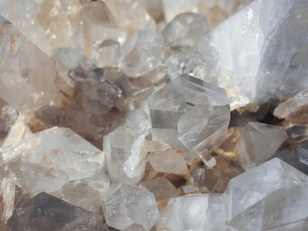 Cristaux minéraux de quartz