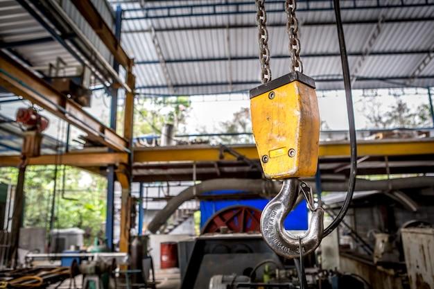 Crochet de chaîne pivotant de palan électrique dans l'atelier