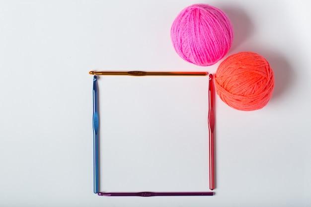 Crochets de cadre pour tricoter des articles en laine