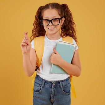 Croiser le concept de doigt et les livres