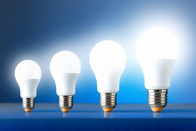 Croissance de la consommation d'électricité. processus de succès de croissance de concept d'entreprise.