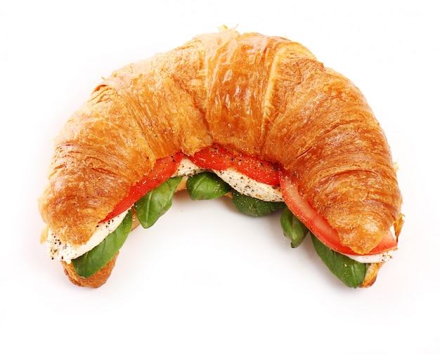 Croissant au basilic, tomate et mozzarella