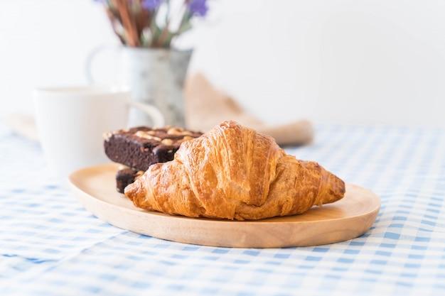 Croissant et brownies