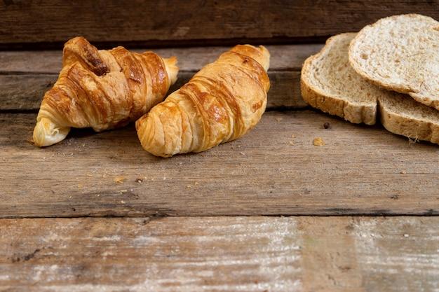 Croissant français fraîchement sorti du four
