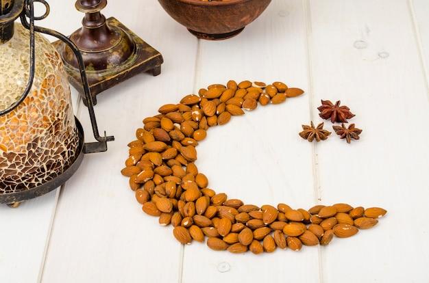 Croissant de lune en noix, fête musulmane.