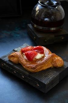 Croissant de pâtisseries maison aux fraises
