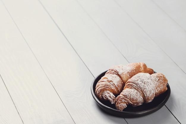 Croissants au sucre en poudre
