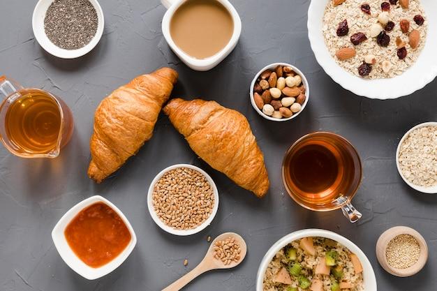 Croissants aux noix et aux graines de thé