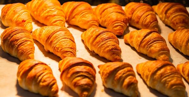 Croissants dans une boulangerie
