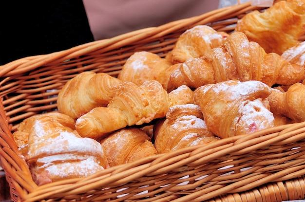 Croissants dans le panier