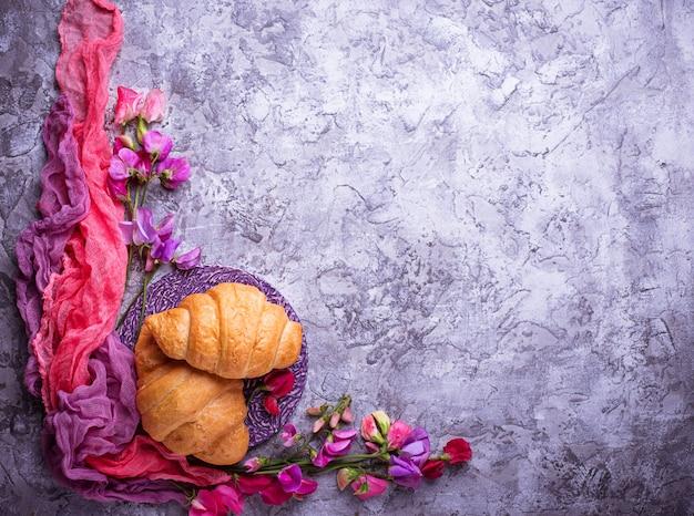 Croissants et fleurs