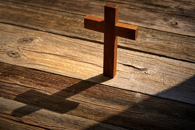 Croix chrétienne sur bois sur bois