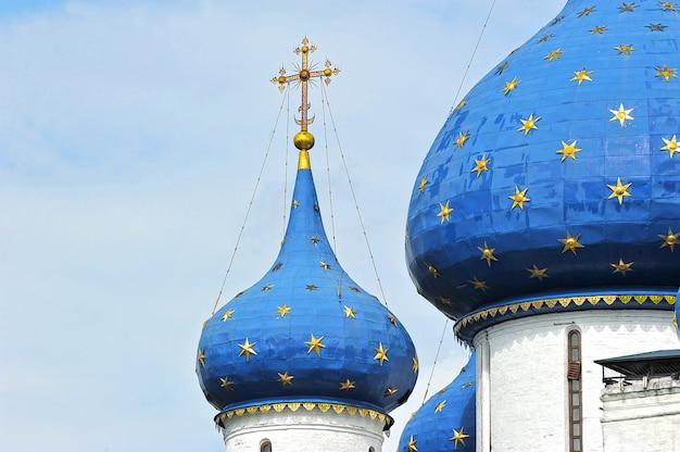 Croix et dôme à la cathédrale