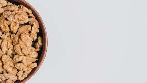 Crop bol avec des noix