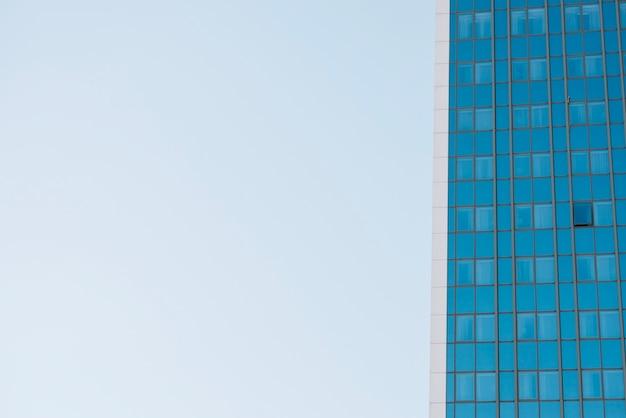 Crop partie d'un gratte-ciel moderne