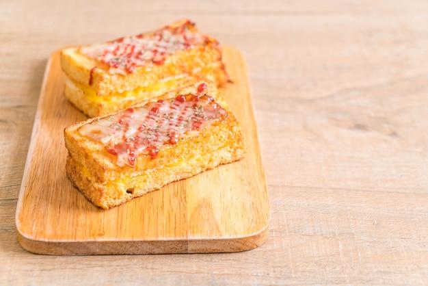 Croque monsieur bacon et sandwich aux œufs