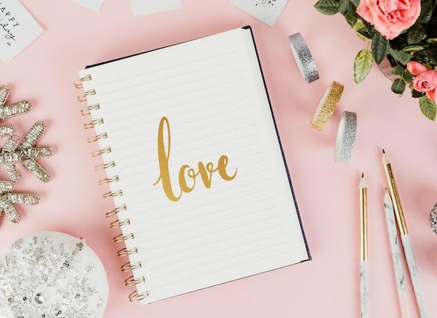 Croquis d'amour dans un cahier