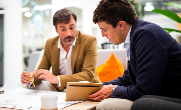 Croquis de planification des collègues masculins