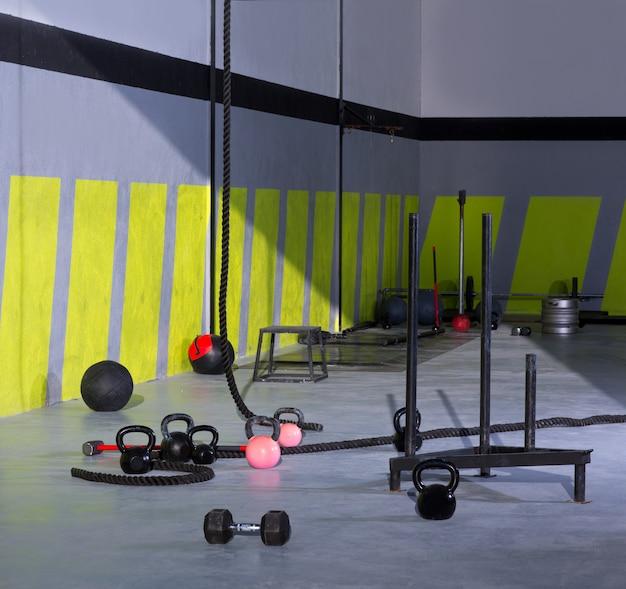 Crossfit kettlebells cordes et boules de mur de gymnase de marteau