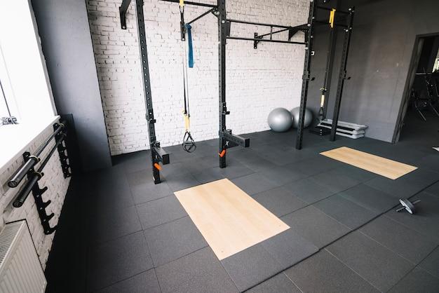 Crossfit rack dans la salle de gym