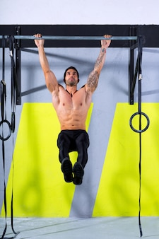 Crossfit toes to bar homme pull-ups 2 barres d'entraînement